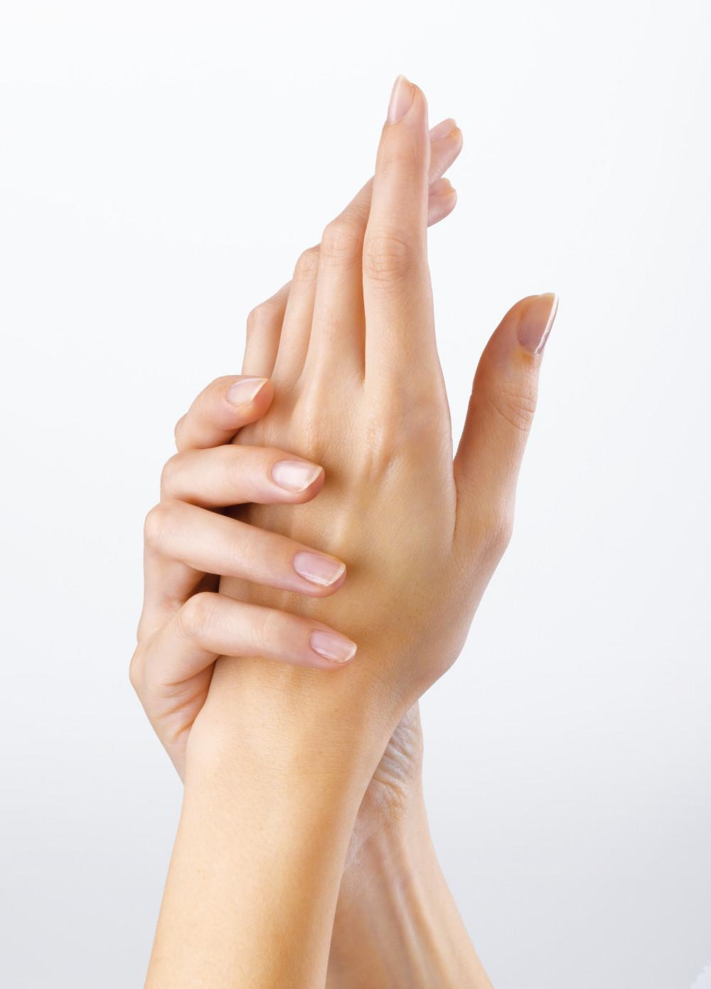 modelo de manos rebeca pareja